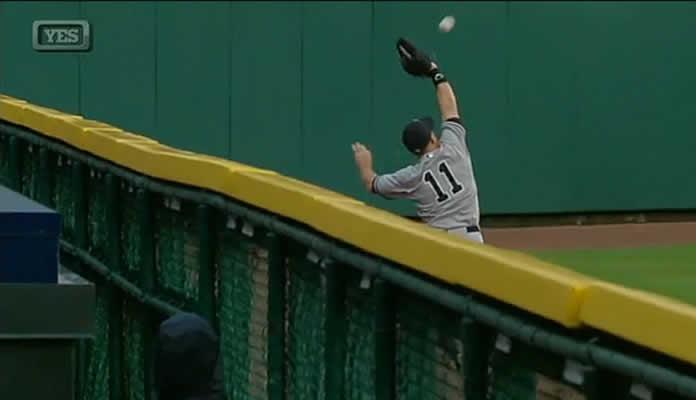 Yankees' Brett Gardner makes one of two stellar catches in Detroit on April 20, 2015