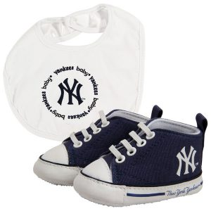 New York Yankees Baby Shoes and Bib
