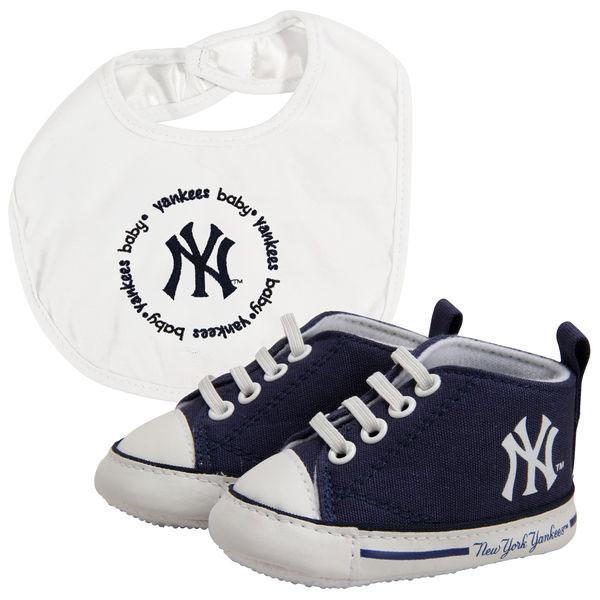 New York Yankees Baby Shoes and Bib