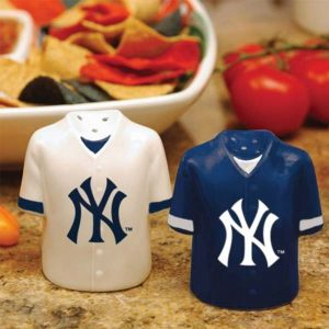 New York Yankees sale and pepper shakers : Moiderers Row Store