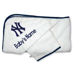 Yankees infants bath towel and mitt set