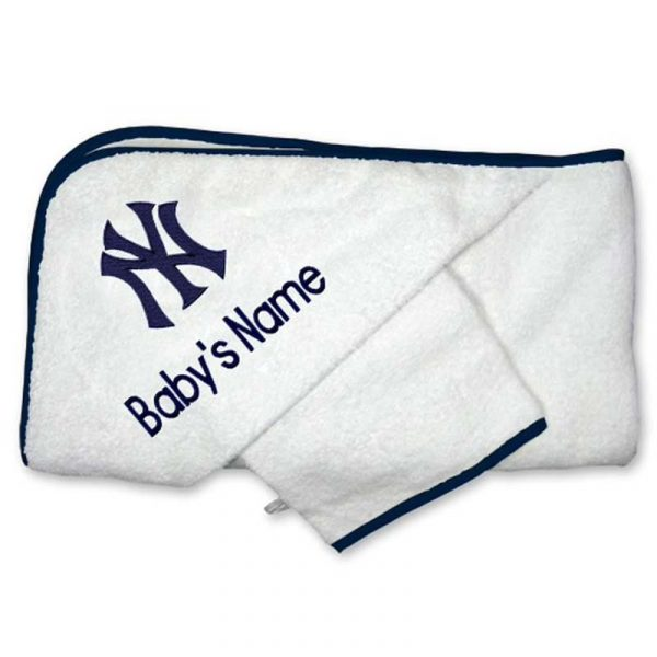 Yankees infants bath towel and mitt set